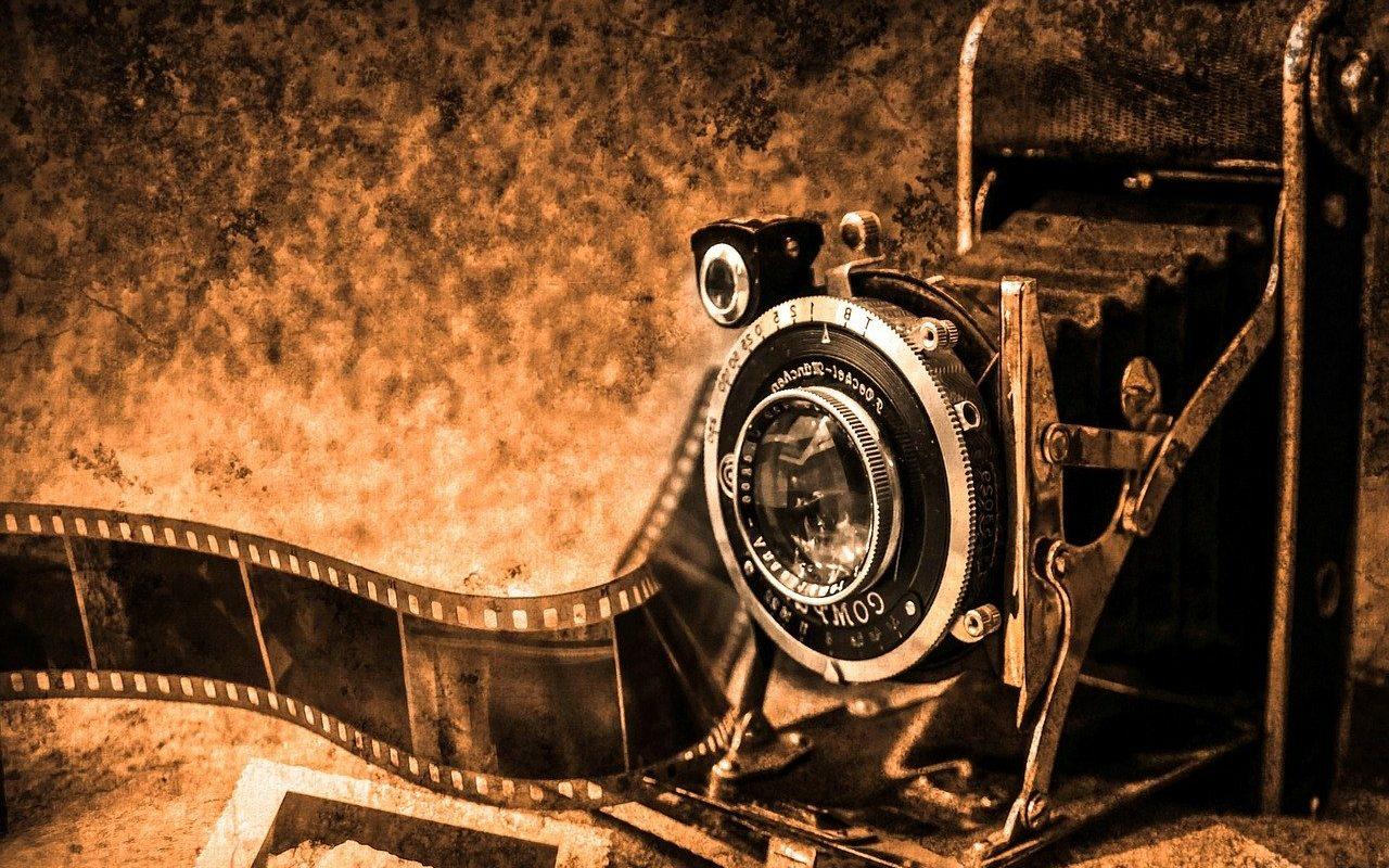 кинокамера и кинолента