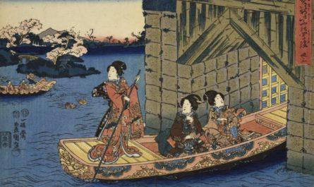Японки в кимоно выплывают на лодке в море
