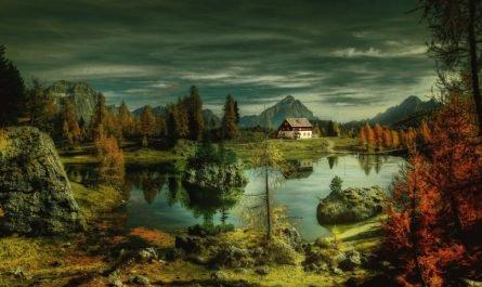 мрачный пейзаж с домом