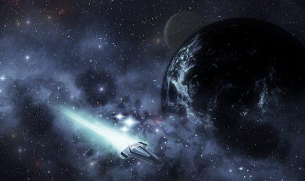 космический корабль на фоне планеты