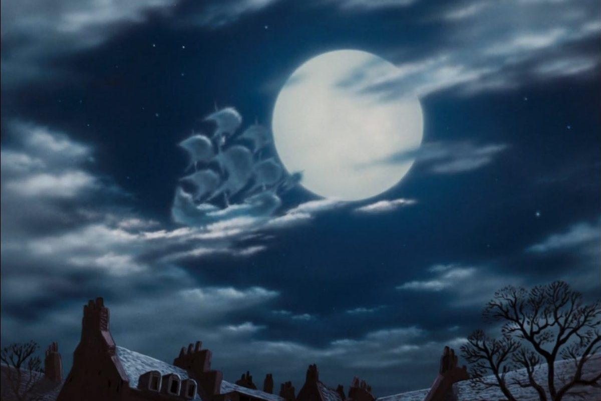 корабль Питера Пэна на фоне луны