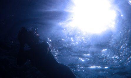 солнце сквозь толщу воды